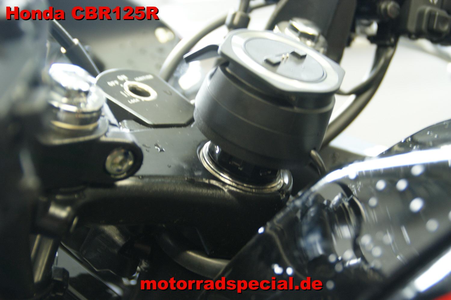 Honda_CBR_125R_Navigationshalterung_Navihalter_Navigationshalter_TomTom_400_410_1