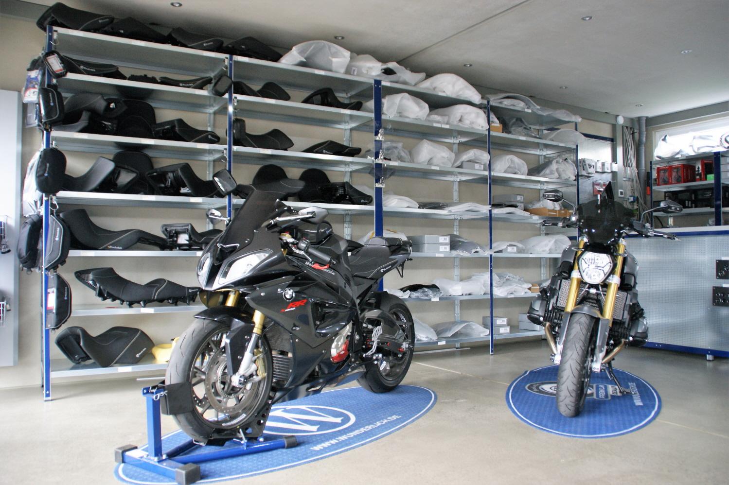 Ausstellungsfahrzeuge S1000RR und R1200R LC