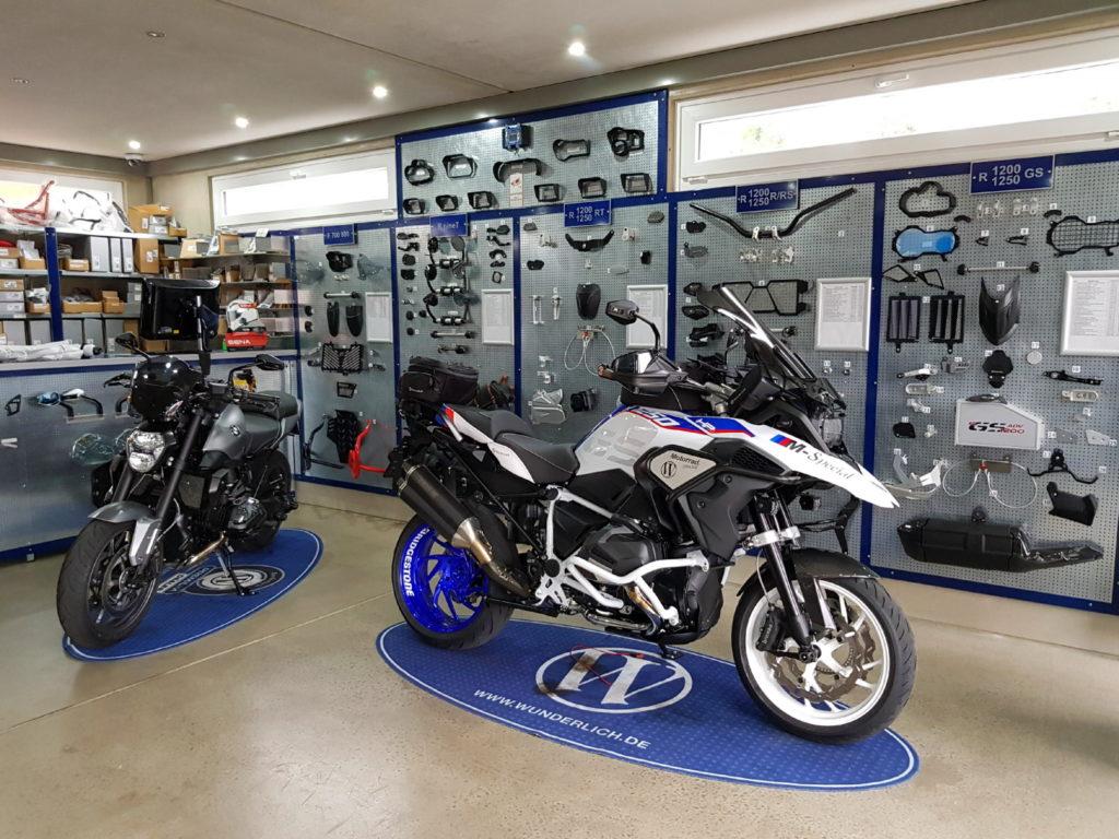 Ausstellungsfahrzeuge R1250GS und R1200R LC
